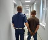 Kradł katalizatory z samochodów w Pruszczu. Policjanci zatrzymali 28-latka na gorącym uczynku