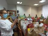 Zuchy i harcerze z chełmskiego Hufca ZHP przekazali paczki na święta podopiecznym DPS. Zobacz zdjęcia