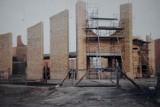 Chodzież na archiwalnych zdjęciach: Parafia Nawiedzenia NMP w Chodzieży. Zobacz zdjęcia z budowy i pierwszych mszy w parafii NNMP