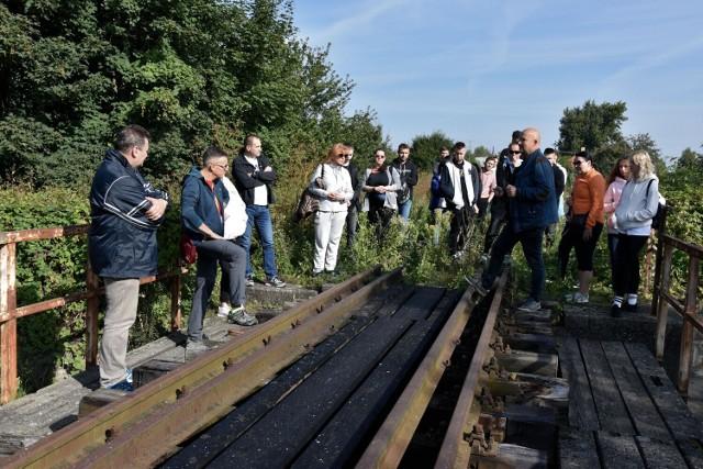 Studenci PWSW w Przemyślu zwiedzili obiekty dawnej linii kolejowej z Przemyśla do Budapesztu.