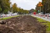 Kraków. Trwa remont torowiska przy ul. Ptaszyckiego w Nowej Hucie. Z powodu utrudnień tworzą się korki [ZDJĘCIA]