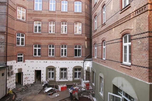 Dawna Piekarnia w Chorzowie to stara kamienica przy ul. Wolności, która została wyremontowana i przygotowana do sprzedaży mieszkań.