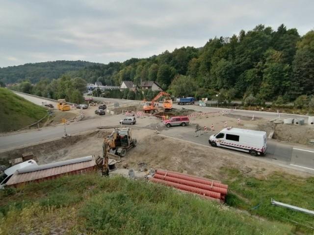 Tak wygląda aktualnie plac budowy ronda w Pcimiu