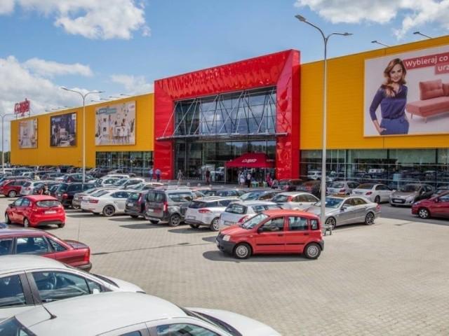 Otwarty dwa tygodnie temu salon Agata przy ul. Olsztyńskiej 15 w Toruniu jest 30 sklepem tej sieci w Polsce i drugim w kujawsko-pomorskiem (pierwszy oddano do użytku we Włocławku w lutym tego roku). Budowa obiektu o łącznej powierzchni użytkowej 12 308 mkw rozpoczęła się w październiku 2019 roku. W ramach inwestycji powstał również parking o wielkości 4 686 mkw, na którym znajduje  się aż 368 miejsc postojowych.   CZYTAJ DALEJ >>>>>