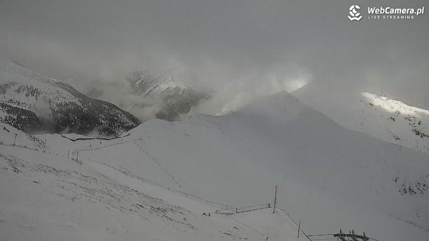 Tatry. W górach nawisy śnieżne, oblodzenia i silny wiatr. Już wieje do 100 kilometrów na godzinę