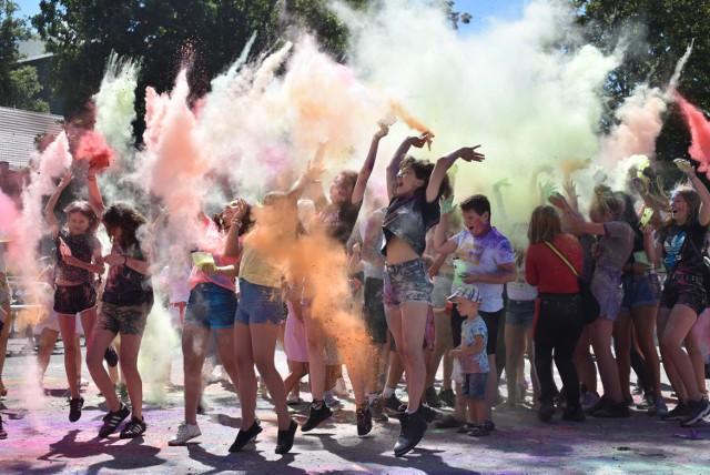 Święto kolorów w Krośnie Odrzańskim! Bawiliście się na placu przy Zamku Piastowskim?