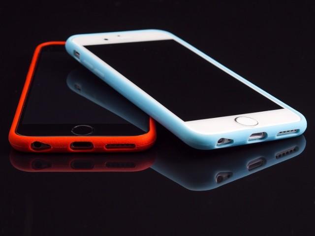 Telefon komórkowy IPhone w gumowym etui z naklejkami, znaleziony 10 stycznia na stacji Wrocław Główny.   Telefon komórkowy Alcatel , czarny z otwieraną klapką, znaleziony 7 stycznia w Trzebnicy.   Czarny power bank, znaleziony 24 grudnia w Zgorzelcu.   Telefon iPhone, czarny, znaleziony 5 grudnia w Krotoszynie.