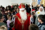 Tak w 2010 r. Mikołaj odwiedził małopolskie dzieci w Stróżach. ZNAJDŹ SIĘ NA ZDJĘCICH!