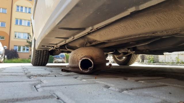 Rybnik: złodzieje, którzy wycięli katalizatory z czterech aut na os. Maroko-Nowiny, zostali zatrzymani w... Krakowie
