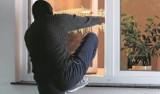 Zabezpiecz mieszkanie przed kradzieżą podczas wakacji. Porady policji