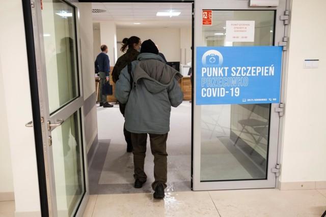 Sondaż: Ponad połowa Polaków chce się zaszczepić przeciwko Covid-19