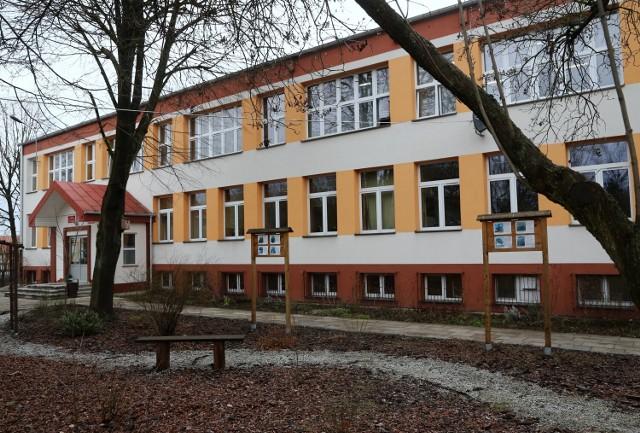 Koronawirus w IV LO w Piotrkowie. Jedna klasa na kwarantannie i nauczaniu zdalnym