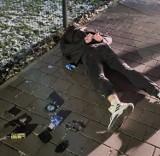 Fałszywi policjanci w Katowicach. Mężczyźni mieli broń, kastet i maczetę. Okradli 25-letnią kobietę
