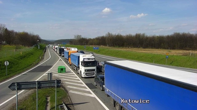 Sytuacja na krakowskich drogach wygląda bardzo źle. Kierowcy muszą się liczyć ze sporymi korkami