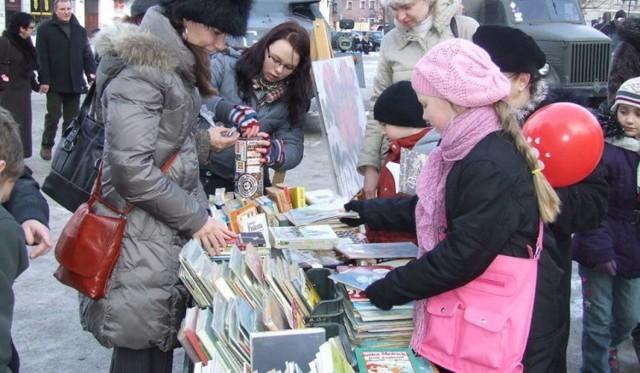 Co roku w WOŚP biblioteka organizuje m.in. kiermasz książek.