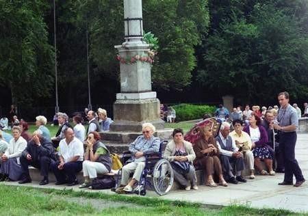 Uczestnicy 38. Pielgrzymki Apostolstwa Chorych i Niepełnosprawnych modlili się na Jasnej Górze o zdrowie.   /  VIOLETTA GRADEK
