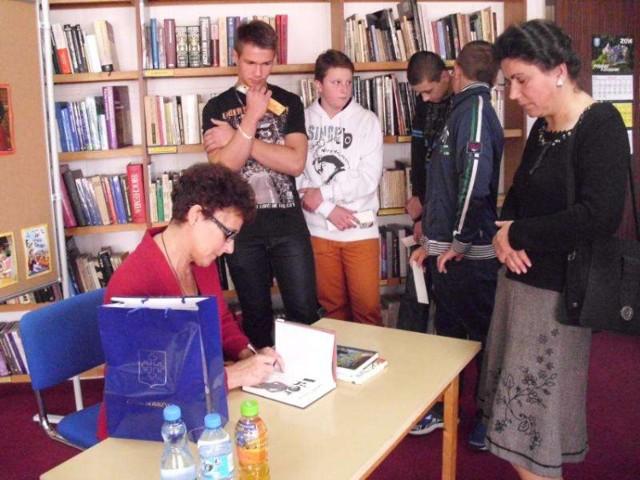 Dobrzyca - biblioteka gościła Barbarę Ciwoniuk