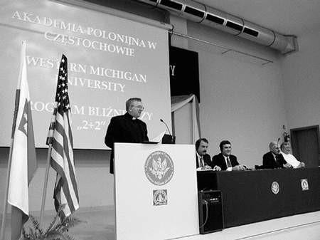 Podpisanie umowy między uczelniami miało uroczysty charakter. Foto: ZBIGNIEW BURDA