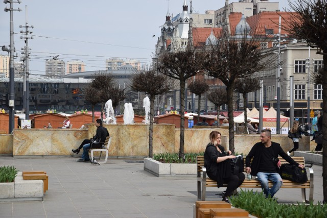 Fontanna na placu Kwiatowym na rynku w Katowicach