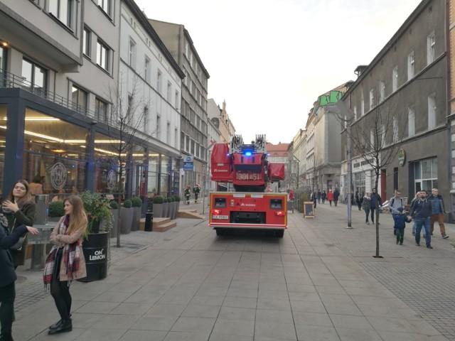 12 listopada doszło do pożaru w budynku na ulicy Mariackiej w Katowicach. Chwile grozy przeżyli nie tylko mieszkańcy, ale i spacerujący głównym deptakiem miasta