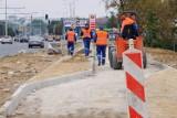 Na Czubach remont sieci wciąż trwa i są utrudnienia dla pieszych. Kiedy skończą?