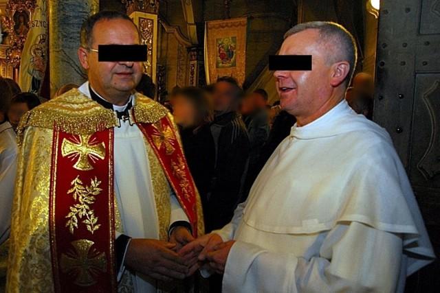 Były proboszcz parafii w Szalowej Marian W. oraz zakonnik Jarosław O. (po prawej) podczas misji świętych w 2009 r.