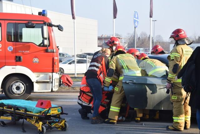 Wypadek na ulicy Wrocławskiej w Kaliszu. Dwie osoby zostały poszkodowane