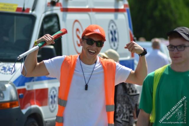 Pielgrzymom z diecezji zamojsko-lubaczowskiej upał nie straszny. Dzielnie maszerują na Jasną Górę