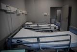 Warunki dużo lepsze niż w hali UMB. Zobacz, jak wygląda szpital tymczasowy przy ul. Żurawiej! (zdjęcia)