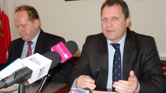 Jarosław Śliwa (z prawej): - Realne zadłużenie miasta na dzień dzisiejszy to około 70 milionów złotych. Realizacja potrzebnych inwestycji w takiej rzeczywistości będzie dużym wyczynem