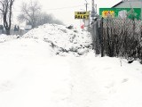 Zasypali śniegiem chodnik na Brzezińskiej
