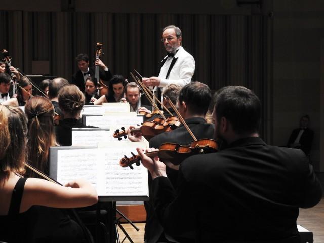 """Koncert symfoniczny """"Dawno temu nad Wełtawą"""" odbędzie się 28 lutego o godz. 19.00"""