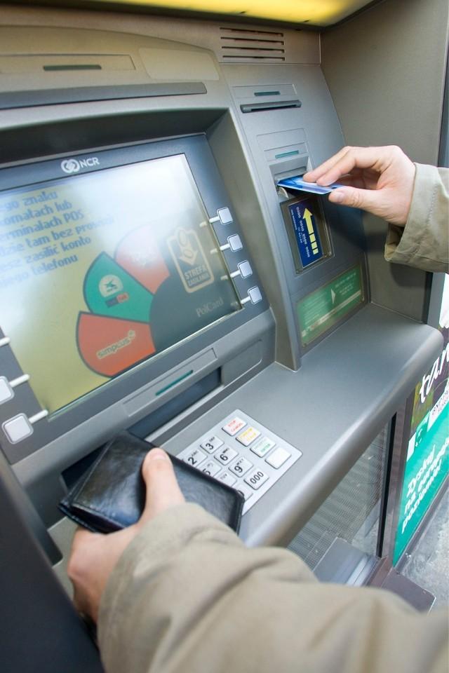 Środa Śląska ma mało sprytnego złodzieja. Policja zatrzymała mężczyznę, który jest podejrzany o kradzież dowodu osobistego, karty bankomatowej i karteczki z numerem PIN/zdjęcie ilustracyjne