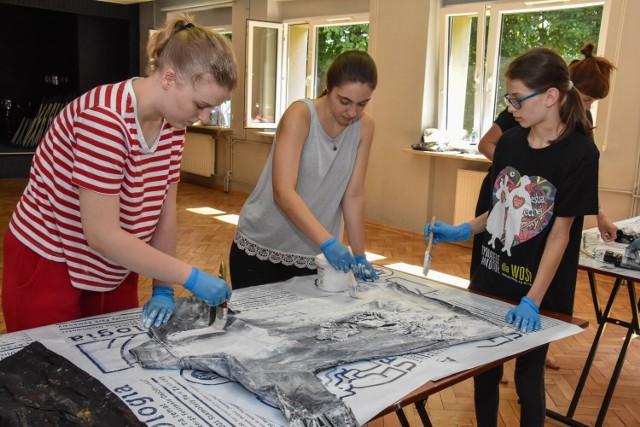 Przez 3 dni Julia, Hania i Marcjanna tworzyły stroje i zgłębiały tajniki sztuki pantomimy. W przyszłym roku zobaczymy je na UFO!