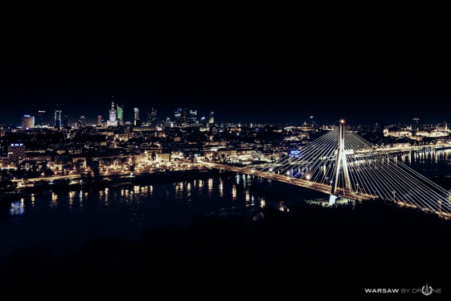 Na zdjęciu most Świętokrzyski, w tle warszawski skyline.   Więcej zdjęć znajdziecie na Facebooku Warsaw by Drone