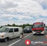 Wypadek na autostradowej obwodnicy Krakowa. W ciężarówce pękła opona
