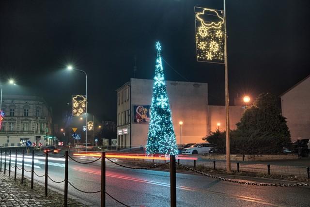 Tak prezentują się iluminacje świąteczne w Gubinie w tym roku.