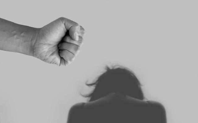 Jastrzębie-Zdrój: bił żonę od lat. Dostał zakaz zbliżania się do niej i dwójki dzieci