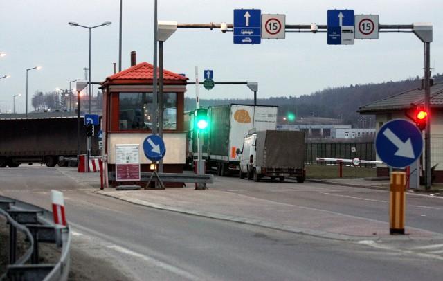 Przejście graniczne w Hrebennem: żeby przez nie przejechać rowerem lub przejść pieszo, trzeba znaleźć kierowcę, który nas zabierze