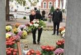 Opalenica. Delegacje złożyły kwiaty pod pomnikiem z okazji Święta Niepodległości