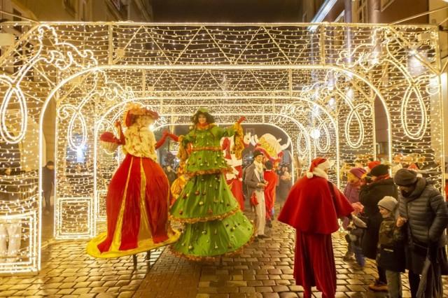 W sobotę - podczas Betlejem Poznańskiego - ulicami miasta przeszła świąteczna parada. Pochód wyruszył sprzed ratusza na Starym Rynku i dotarł na plac Wolności na taras Arkadii. Przejdź dalej i zobacz kolejne zdjęcia --->