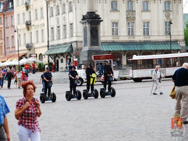 Warszawscy policjanci na Segwayach