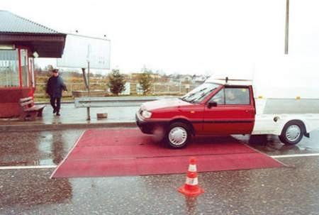 Takie maty rozłożone w 2001 roku na przejściu granicznym w Cieszynie-Boguszowicach chroniły nas przed pryszczycą. Fot. W. Trzcionka