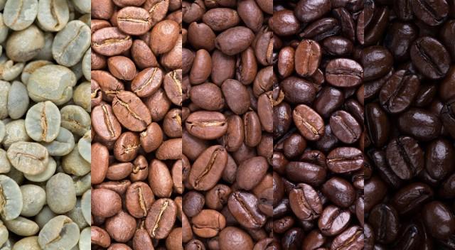 """Prawie 80 proc. Polaków pije kawę! Wśród tych, którzy sięga po nią codziennie, większość spożywa 2-3 filiżanki małej czarnej. Ci, którzy raczą się nią 2-3 razy w tygodniu, najczęściej ograniczają się do filiżanki na dzień – podaje Centrum Badawczo-Rozwojowe Biostat.   Czy jednak kawa jest zdrowa? To już nie ulega wątpliwości, jednak na temat """"małej czarnej"""" wciąż krąży wiele niesprawiedliwych opinii. Które informacje są prawdziwe, a które nie?   Sprawdź 15 faktów i mitów na temat działania kawy na organizm!   Zobacz kolejne slajdy, przesuwając zdjęcia w prawo, naciśnij strzałkę lub przycisk NASTĘPNE."""