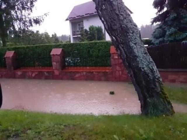 Podtopione posesje i zalane ulice w powiecie zawierciańskim i myszkowskim