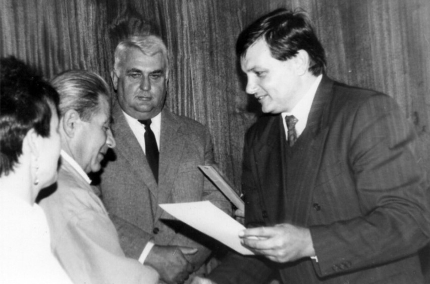 Rok 1991. Burmistrz Gubina Czesław Fiedorowicz. W środku...