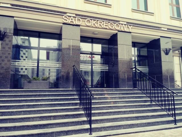 Proces, z uwagi na ciężar zarzutu, toczy się przed Sądem Okręgowym w Białymstoku. Na rozprawę oskarżony został doprowadzony z aresztu. W przeszłości nie był karany.