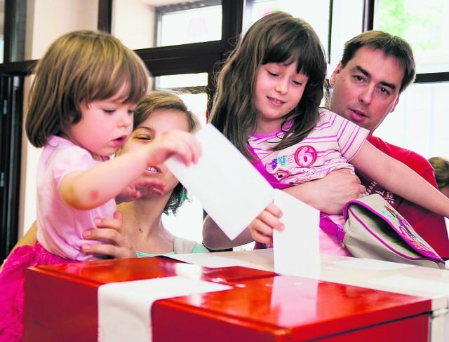 W tegorocznych wyborach samorządowych po raz pierwszy lokale wyborcze będą otwarte od 8 do 22