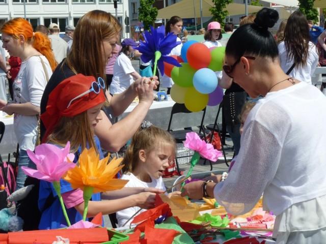 W piątek z okazji obchodów Dni Koszalina i 750-lecia miasta, na Rynku Staromiejskim odbył się Dzień Godności Osób z Niepełnosprawnością Intelektualną. Na placu było można zagrać również w grę planszową o Koszalinie