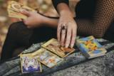 TAROT na LATO! Sprawdź, co cię czeka w miłości! Tarot dla wszystkich znaków zodiaku [24.07.2021]